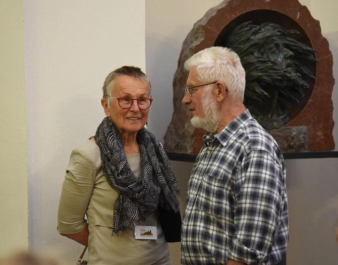 Helga Becker-Bickerich und Josef Werner im Gespräch. Foto Miro Petric