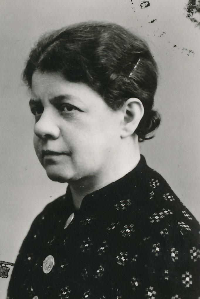 Kahn Paula
