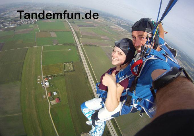 Fallschirmspringen 6000m Tandemsprung Bayern
