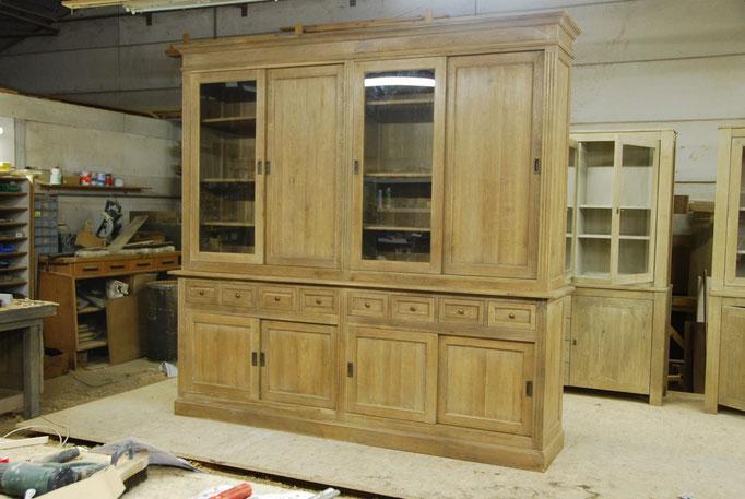 11.   schuifdeurkast glas en vol houten deur
