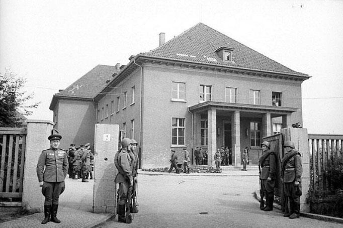 Здание немецкого военно-инженерного училища в пригороде Берлина – Карлсхорсте, в котором проводилась церемония подписание Акта о безоговорочной капитуляции Германии