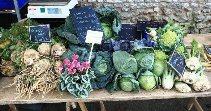 Étale de légumes de saison, marché à La ferme de La Pérotonnerie