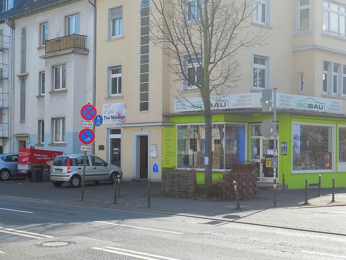 Kundenparkplatz neben Bio-Bau-Bonn