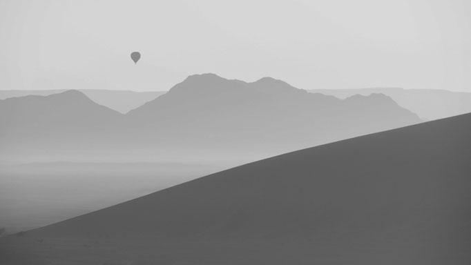 über der Namibwüste