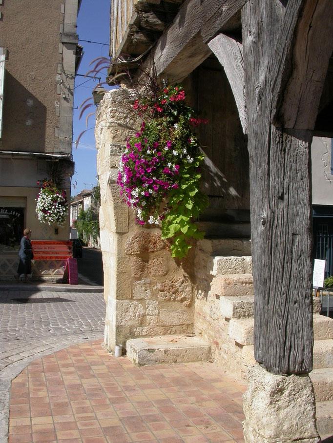 village de Villeréal fleuri