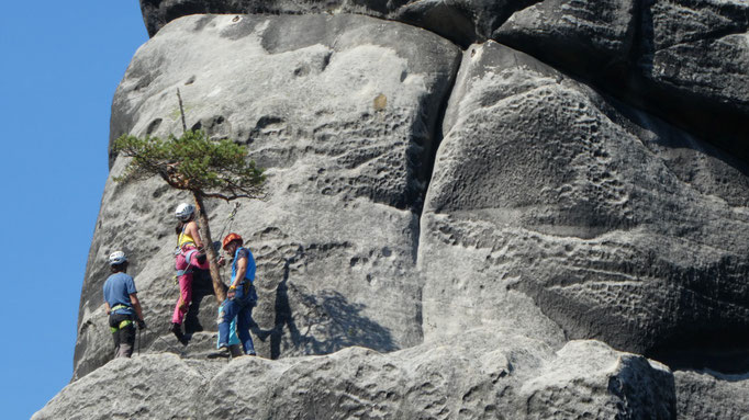 Kletterer in den Felsen