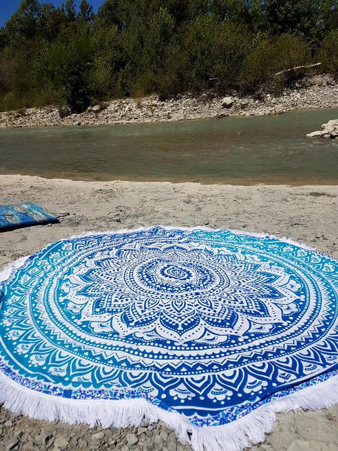 Blue Ombre aan de rivier strandlaken
