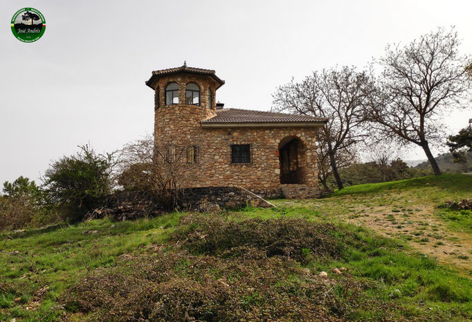 Refugio Ermita Vieja. Nos dijeron que la usan los forestales. Está construido sobre los restos de una ermita.