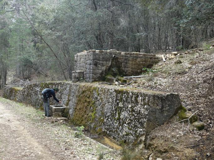 Fuente en el camino de Roblehondo