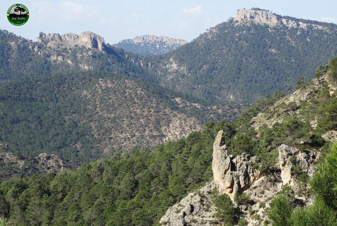 Vistas a La piedra del Agujero, Peñalta y Bucentaina