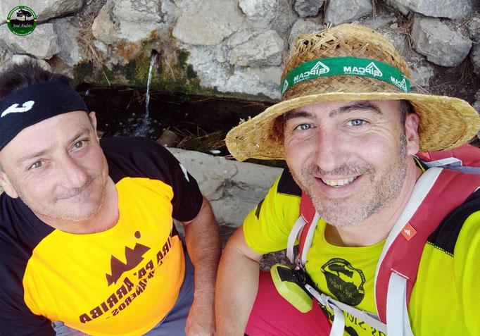 Fuente de los Clavelones o Nogueruela. Con el compañero de ruta Juanma Pulido.