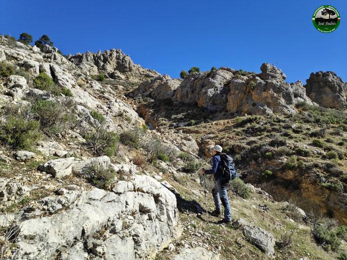 Subida por la solana del Calarejo de Los Villares