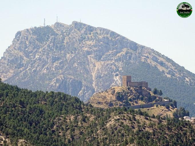 Castillo de segura de la Sierra y el Yelmo