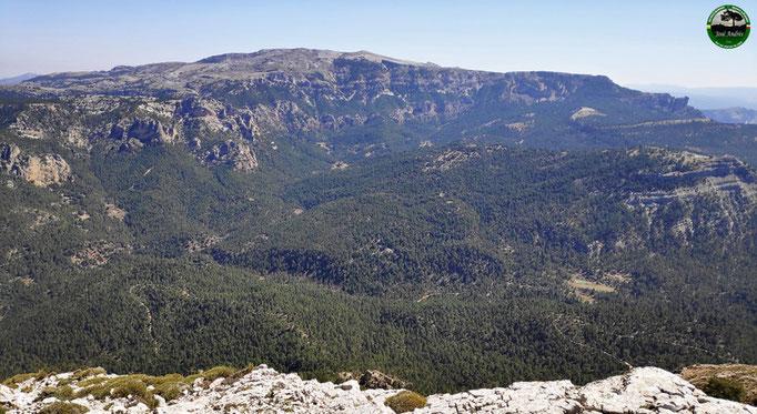 Vistas desde los cortados de los Calarejos a la zona del calar de la Sima