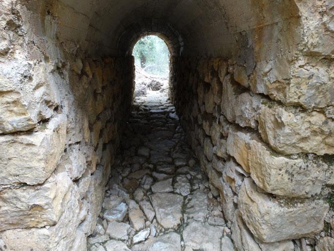 Puente sobre el camino de Roblehondo