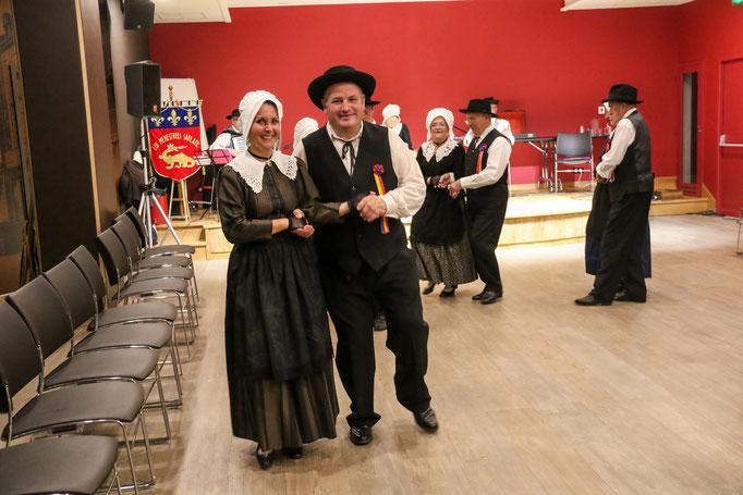 groupe folklorique en dordogne périgord noir les ménestrels sarladais  danse et musique  chants traditionnelle folklorique costumes traditionnels occitan folklore en périgord noir