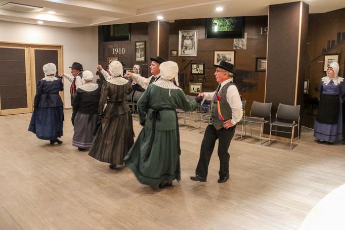 les ménestrels sarladais groupe folklorique en dordogne danse et musique  chants traditionnelle folklorique costumes traditionnels occitan folklore en périgord noir