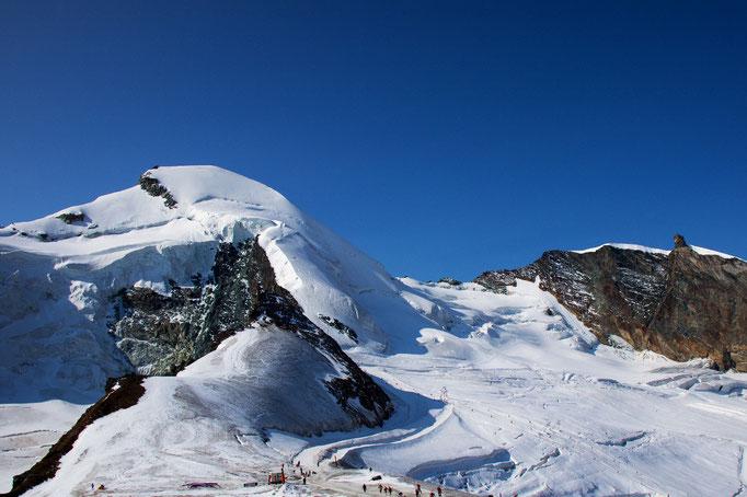 Allalinhorn 4027 m, mit Feejoch und Feechopf 3888 m