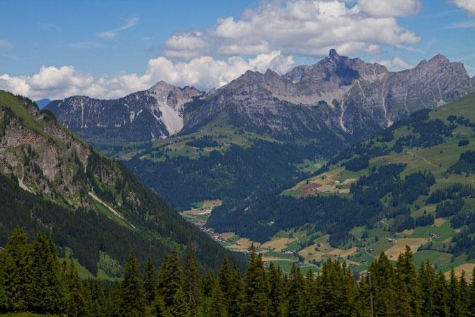Blick vom Leiterli auf den Talgrund und dem Spillgerte