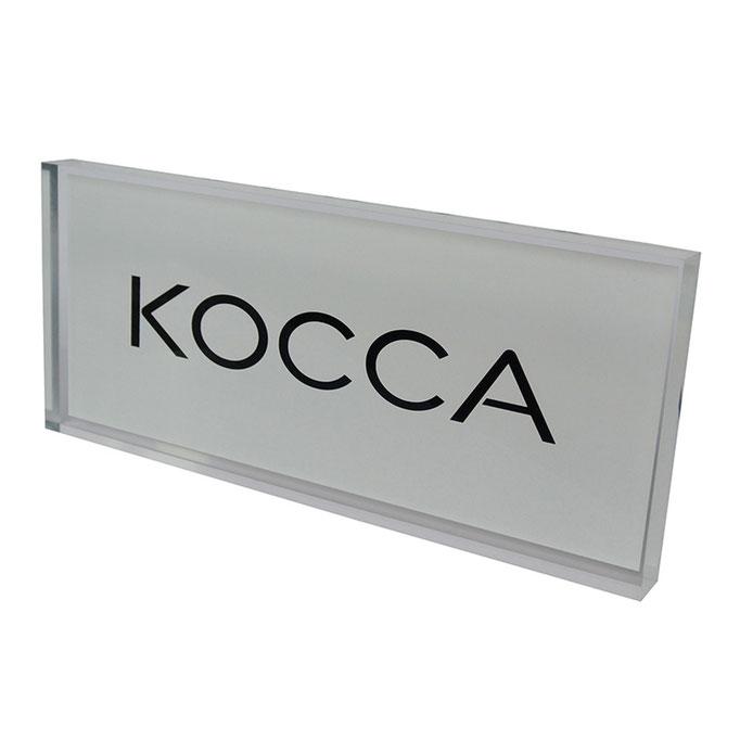 targhetta plexiglass KOCCA personalizzazione in vetrofania