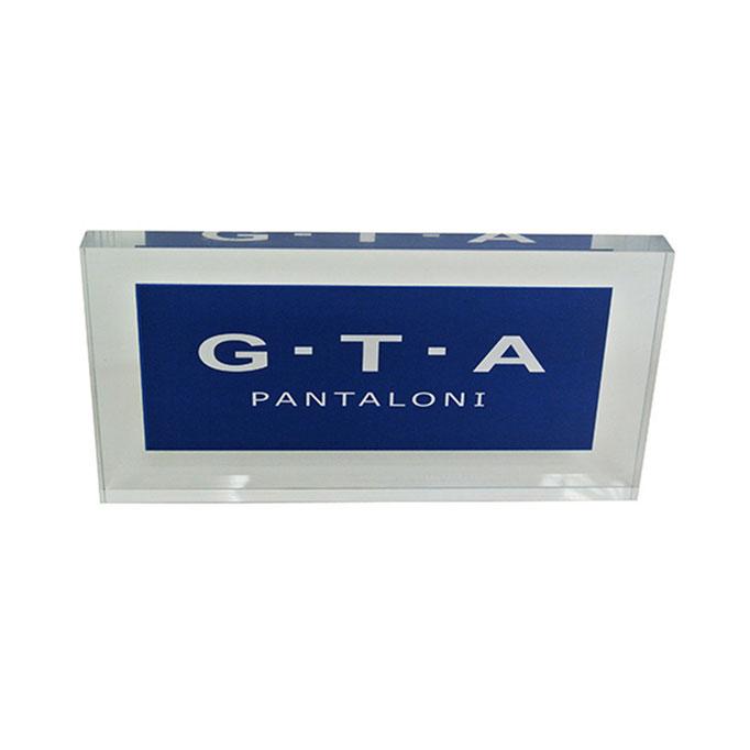 targhetta plexiglass G.T.A. personalizzazione in vetrofania