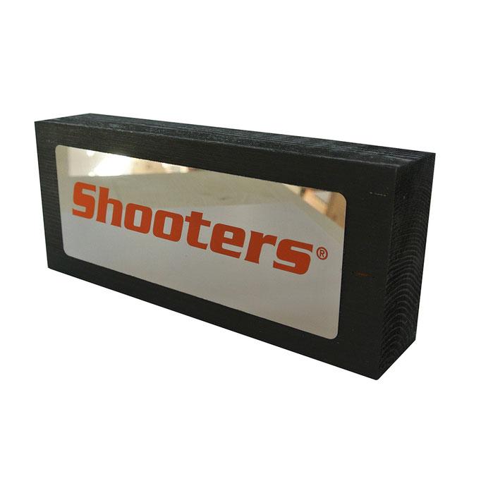 targhetta SHOOTERS in legno tinto nero e acciaio specchiato e personalizzato