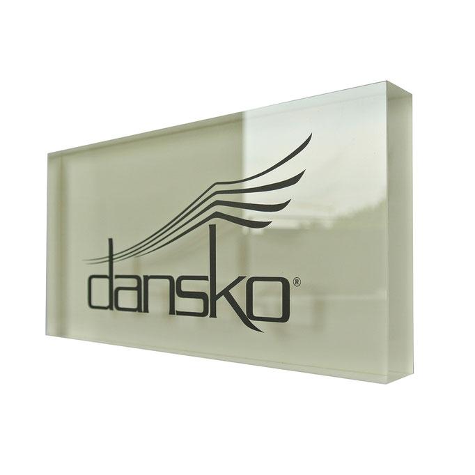 targhetta plexiglass DANSKO personalizzazione in vetrofania