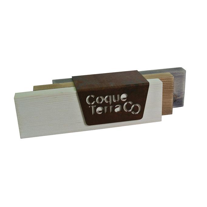 targhetta COQUE TERRA in legno con diversi trattamenti e metallo taglio laser trattato a ruggine
