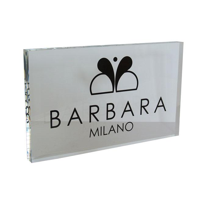 targhetta plexiglass BARBARA Milano personalizzazione un colore