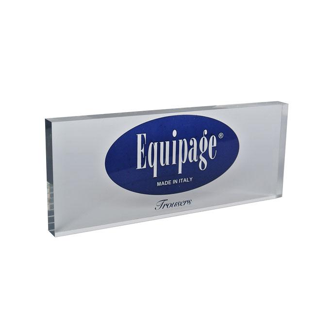targhetta plexiglass EQUIPAGE personalizzazione in vetrofania
