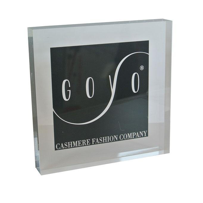targhetta plexiglass GOYO personalizzazione in vetrofania