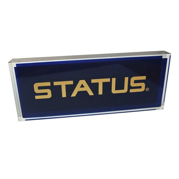 targhetta plexiglass STATUS fondo e fronte blu con logo oro