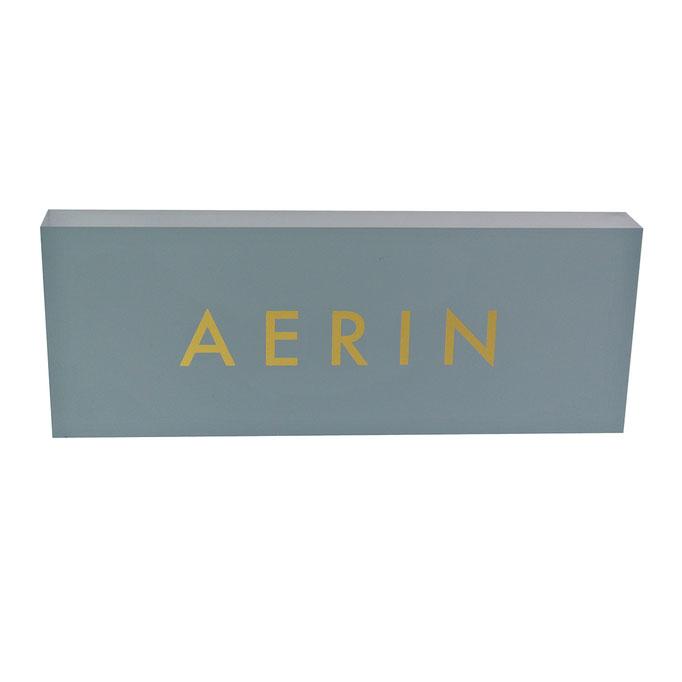 targhetta plexiglass AERIN fondo e fronte a pantone con logo oro