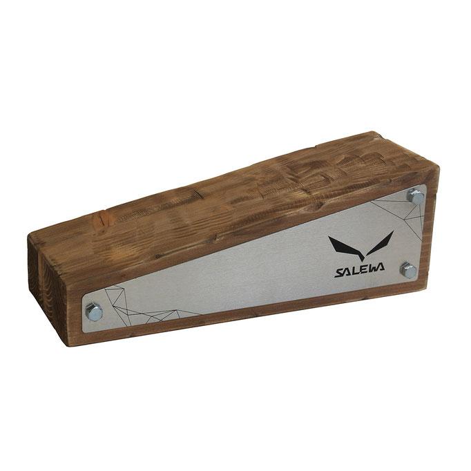 targhetta SALEWA in legno sagomato e trattato e alluminio personalizzato