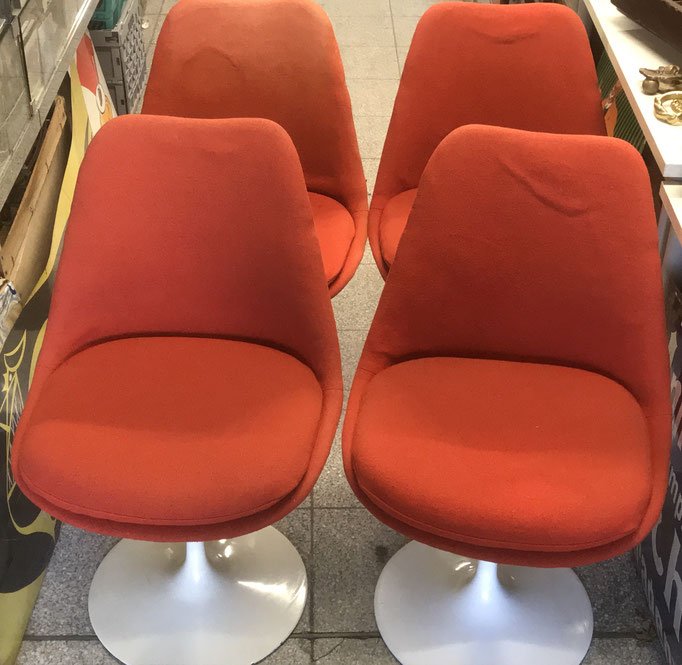 Eero Saarinen Tulip Chair von Knoll International - Bei Interesse 06232/ 854699 anrufen - www.collage-gallery.de Vintage Interior & Classic Design Speyer