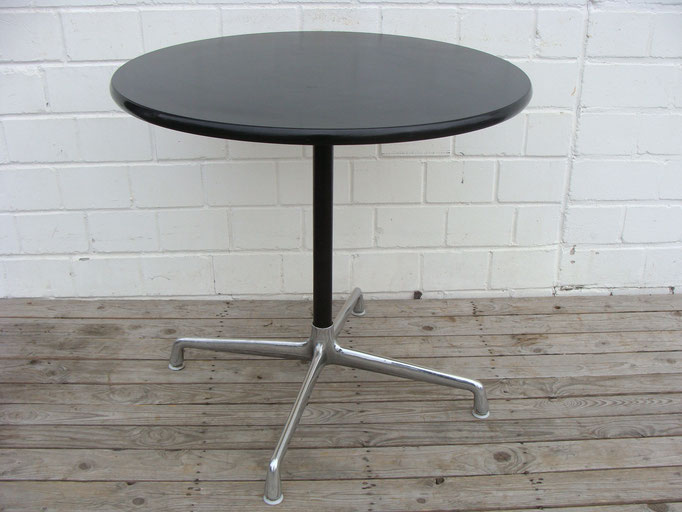 Vitra Eames segemented table. No more words.