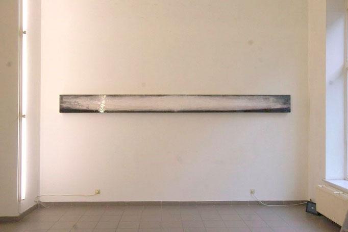 Baguettes 05 - 30 x 390 x 15 cm; Acryl, pigments and lacquer on plexiglas, 8500