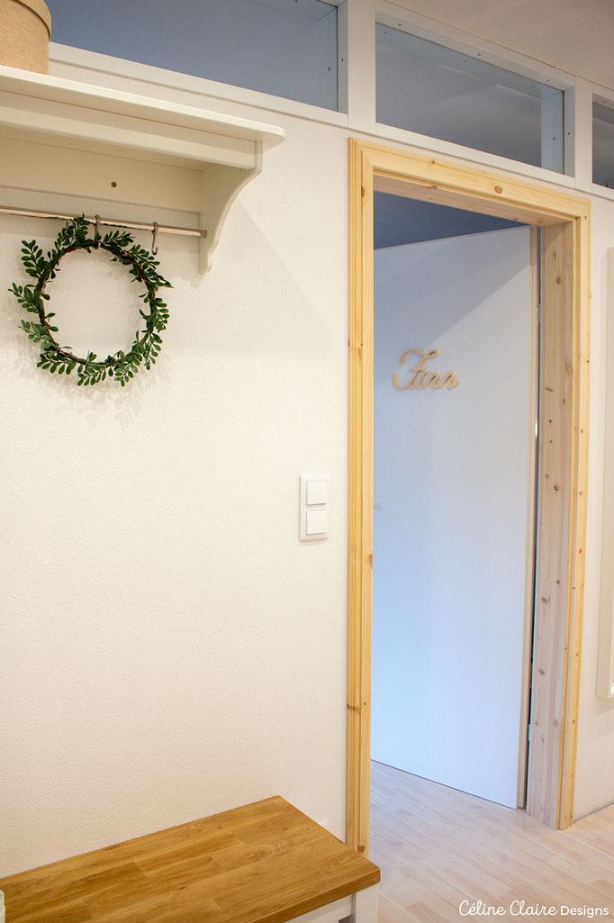 Hutschachtel und Garderobenboard (eigentlich für die Küche gedacht): Ikea; Bank und Kranz: Jysk; Holzname: Selbstgemacht