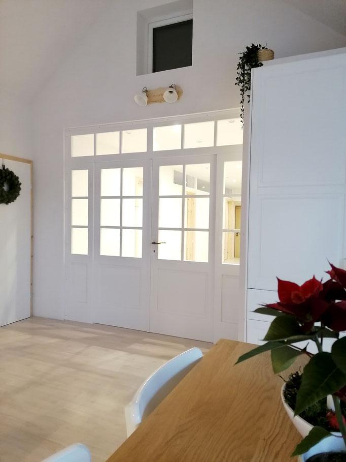 Tür: Schwiegerpapa, Lampe: DIY von meinem Mann mit Ikea Lampenschirmen, Kunstpflanze: Ikea, Kranz: Tchibo (alt)
