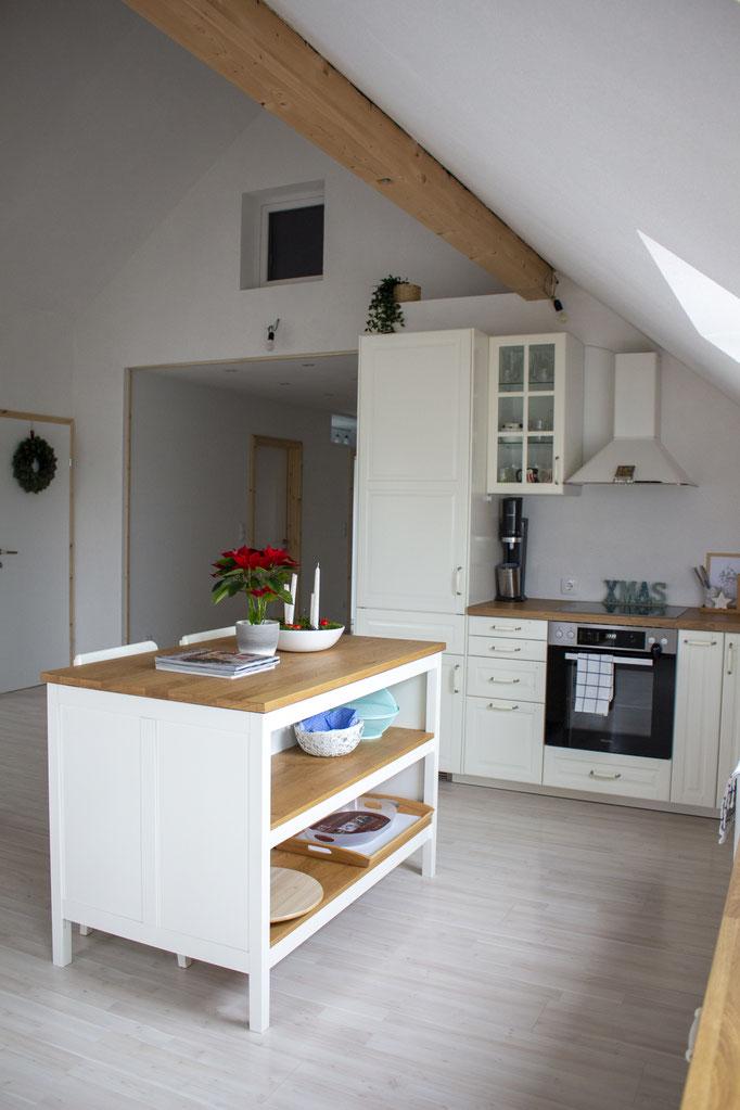Hier noch ohne Doppelflügeltür, Küche: Ikea, Elektrogeräte: Miele und Liebherr