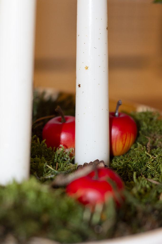 "Advents""kranz"", Kerzen: Spar, Schale: Ikea, Zieräpfel: ? Moos: Wald"