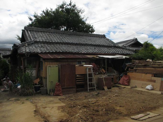 納屋を解体した後の空き家住宅です。