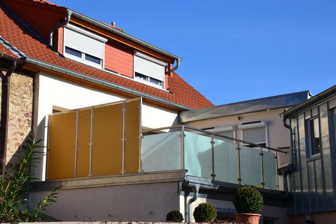 Edelstahl-Glas (satiniert) - Sichtschutz mit Hochdrucklaminatplatten