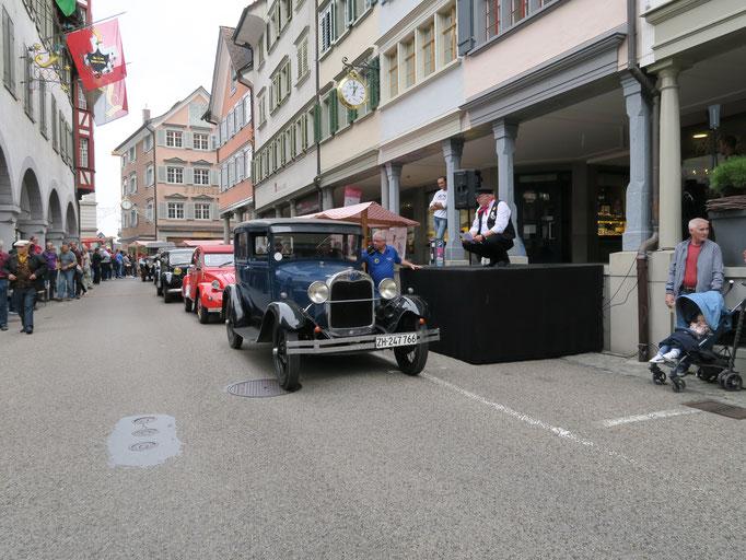 Parade der Oltimer-Fahrzeuge
