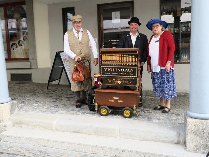 Hanne und Roland Suter aus Allschwil zusammen mit Cyril Schulthess (mitte) aus Aristau