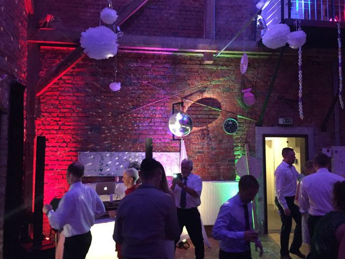Hochzeit im Wasserstadt Gebäude Leipzig - tolle Location!