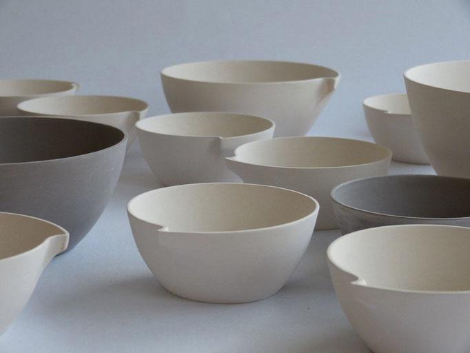 'KOMMA' bowls by ilona van den bergh - ceramics