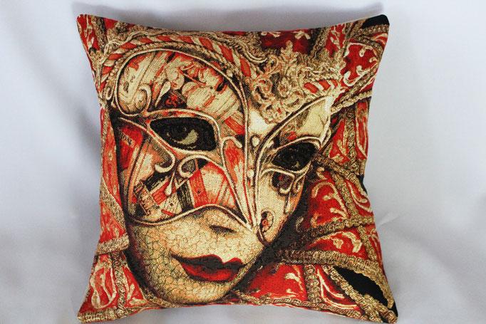 """Lady mit Maske"""