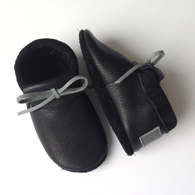 Mokassins in schwarz, Schleife in grau