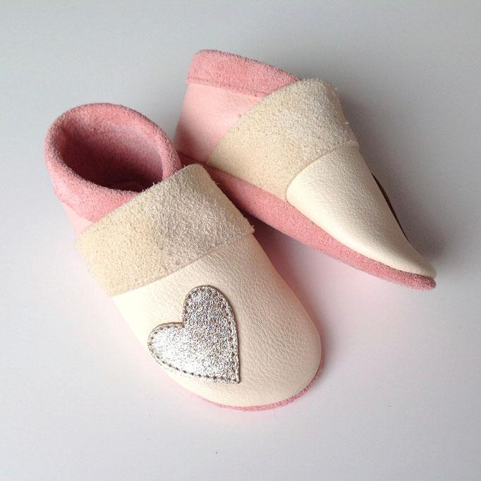 Krabbelschuhe Herz in creme & rosa
